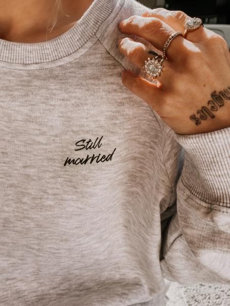 STILL MARRIED – Sweatshirt grey mit Front- und Backprint