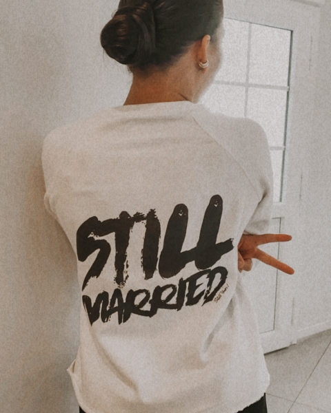 STILL MARRIED – Sweatshirt ivory mit Front- und Backprint