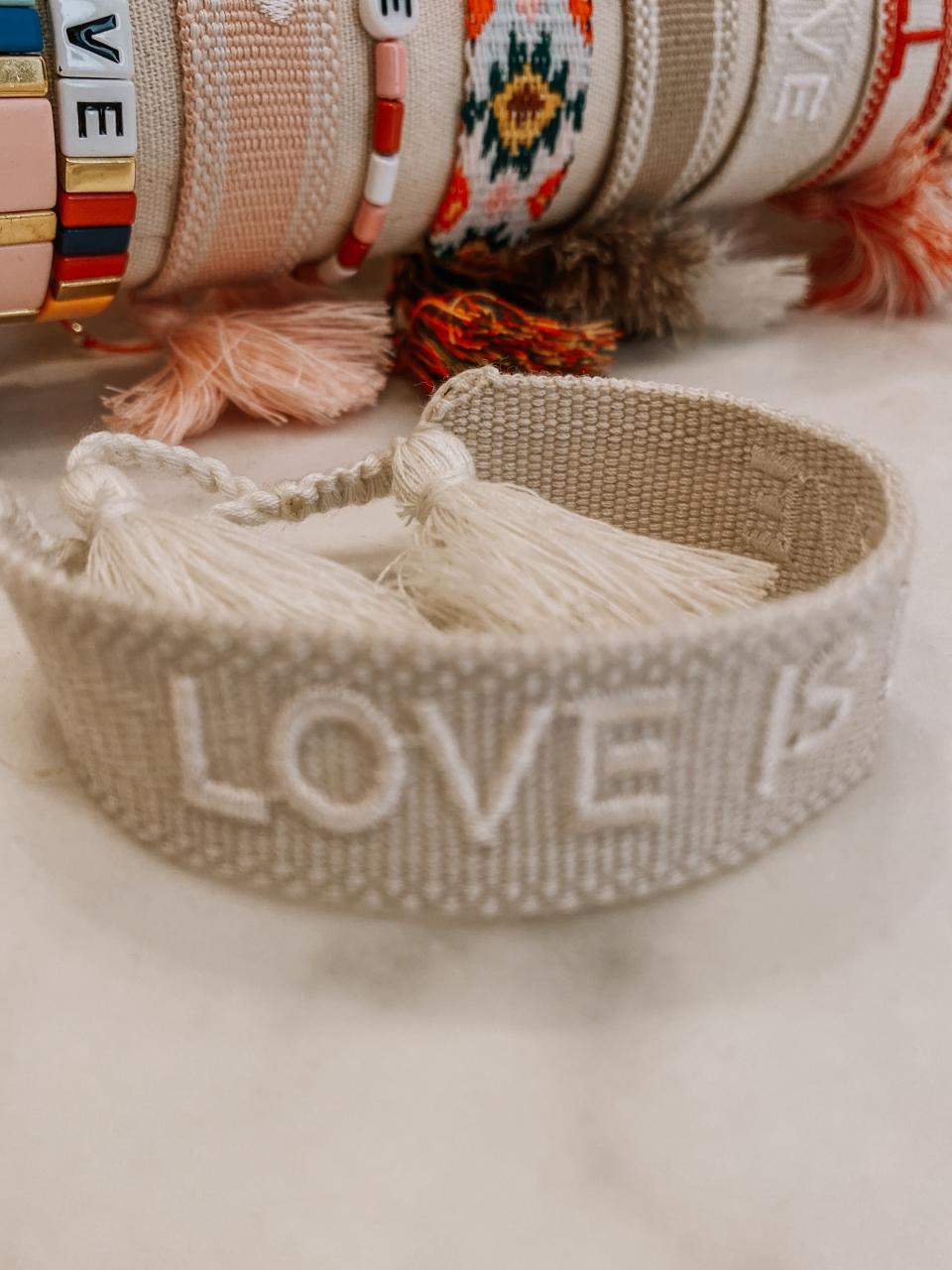 "Armband Bride Tribe, ""LOVE IS LOVE"" - Bracelet"