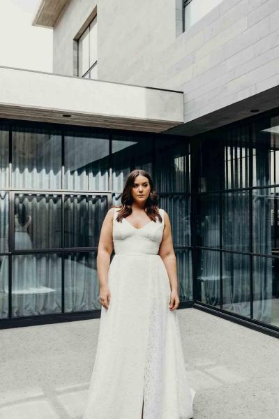 NADIA CURVE– Brautkleid