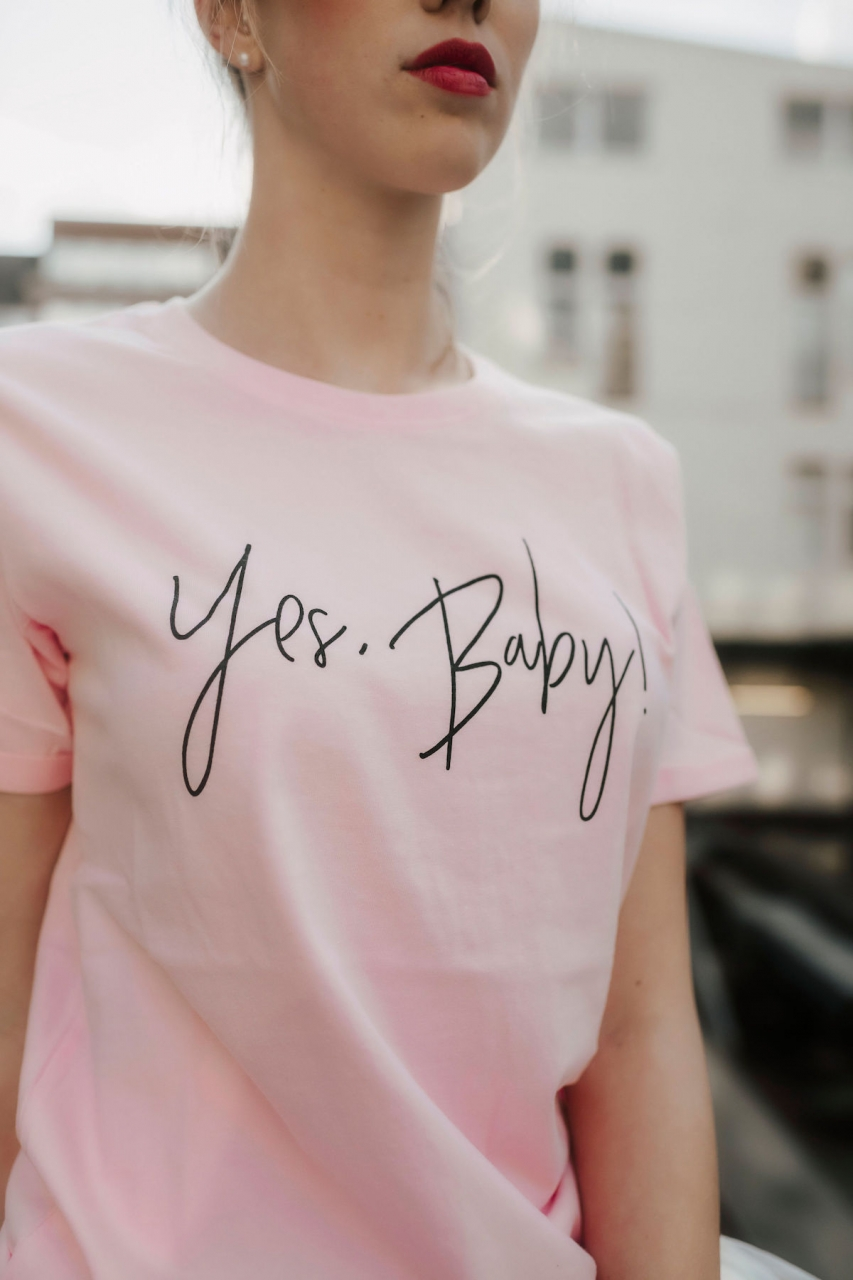 YES BABY – T-Shirt in rosa